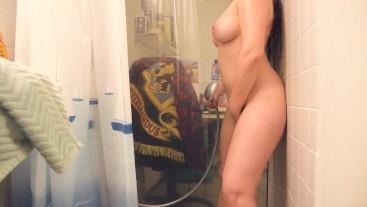 Erstes Duschvideo - Dildo macht mich ganz feucht - Längere Version