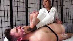 Jae Lynn Foot Smelling Handjob brattyfootgirls.com
