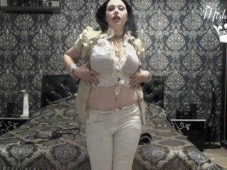 My curves and my jewelry making you cum!