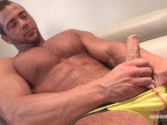 Maskurbate French Bodybuilder Flexes & Jacks Until he Cums on Abs!