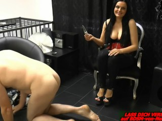 Fat girls eating pussy she gets caught in doggystyle, surprised by a long dick she play whil