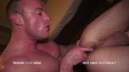 Nerdy Stud Gets His Pucker Sucked