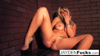 Jayden Jaymes Shows Her Amazing Curves