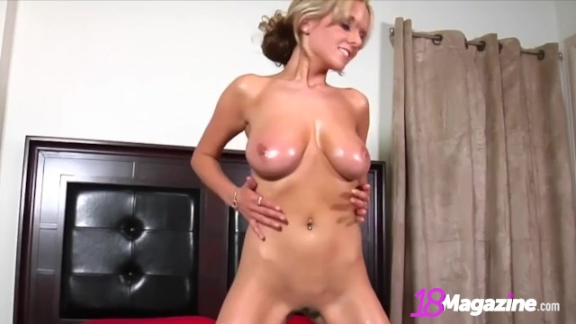 Busty blondynka Sex oralny