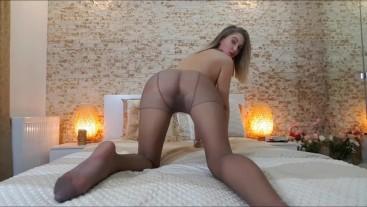 Your lil step sister twerking in pantyhose