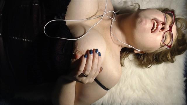Online phone sex Bbw wife loud orgasms masturbating phone sex with online boyfriend