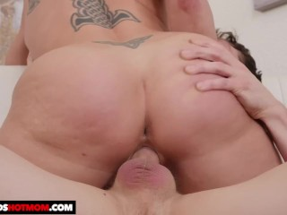 Naughty America – Dee Williams gets oiled up before banging her son's frien