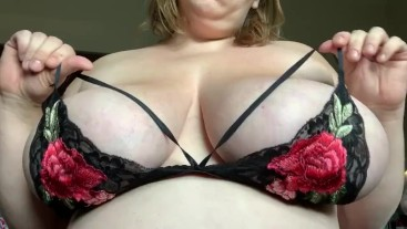 BBW Plays With Huge Natural Tits