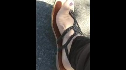 *FOOT FETISH* BBW FEET OUTSIDE IN SANDALS