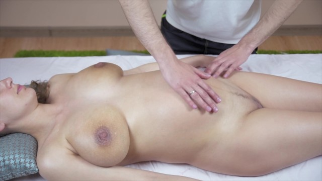 Anerican women suck A pregnant girl pickup a massage guy - sucked and fucked his fat cock