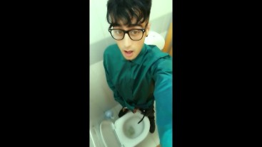 Teen pisses 5 times at the public toilets in one day challenge