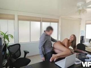 VIP4K. Une fille a tellement besoin dargent pour faire le sale boulot