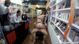 BANGBROS - PAWG Franceska James Takes Anal And Squirts In Public!