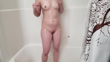 HD amateur girlfriend masturbates and vibrates in the shower. Squeeky clean