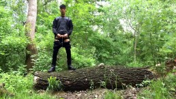 Piss from a tree trunk