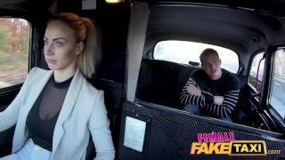 Šťastlivec nasedne do Fake taxi a omrdá Nathali Cherie