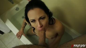Bathtub Blowjob / Facial