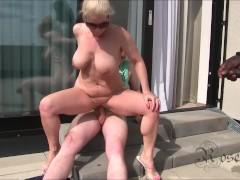 MILF - Gangbang mit Hotelpersonal und fettem Negerpimmel