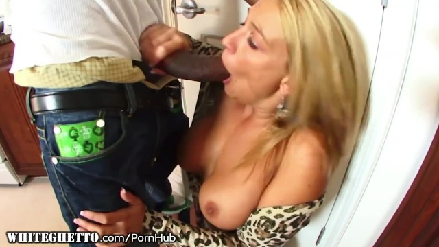 WhiteGhetto Amateur Cougar only Likes HUGE Black Cocks