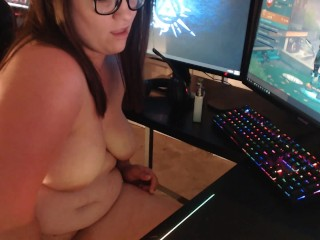 Horny Gamer Milf Treats Herself After Winning a Round of Fortnite