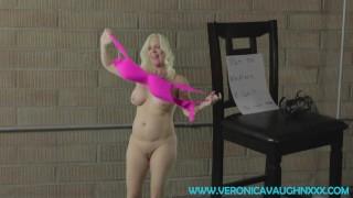 Freier Sex Xxx - Veronica Vaughn Schrumpfungsprozess Verfluchte Halskette Schrumpft Sexy Blonde Milf Auf