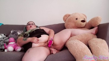 Babygirl couch masturbation