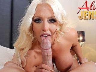 Imagen La estrella porno rubia tetona Alura Jenson es follada en POV