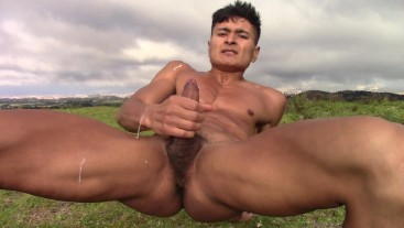 Sassy Young Man Pulls His Cock Outdoors And Cums Like Nothing
