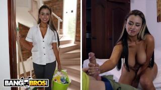 Den trevliga städningskvinnan knullar för pengar med ägaren