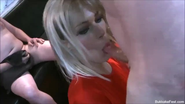 Sexy Milf Porscher Wells Bukkake