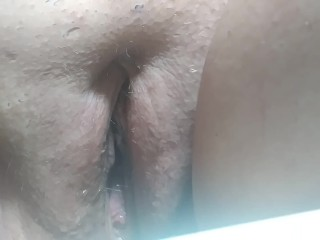 Shaved bbw pussy pissing