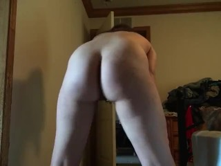 Sexy brunette naked twerking