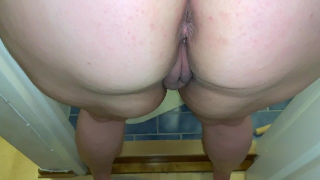 Squirting.My Brothers Wife let me Fuck her in the Toilet, her Pussy is Wet.