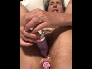 Mature pussy masturbation