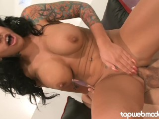 Pornstar loves fucking anal and bbc...