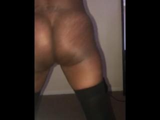 Slim thick ebony twerking
