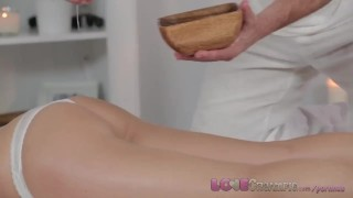 Porno buis - Massage Rooms Brunette Krijgt Een Massage En Daarna Geneukt
