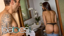 BABES – Petite babe Eliza Ibarra goes the extra mile to sell