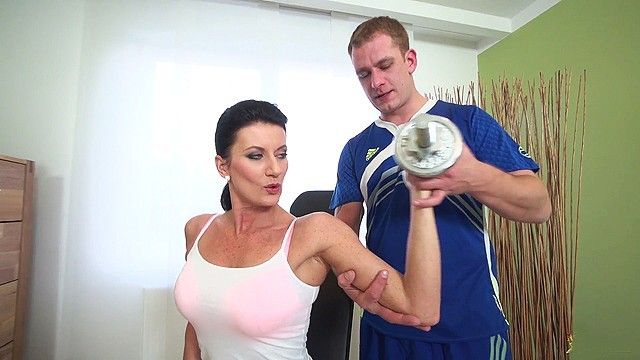 Milf coach Sporty mom fucked by her coach
