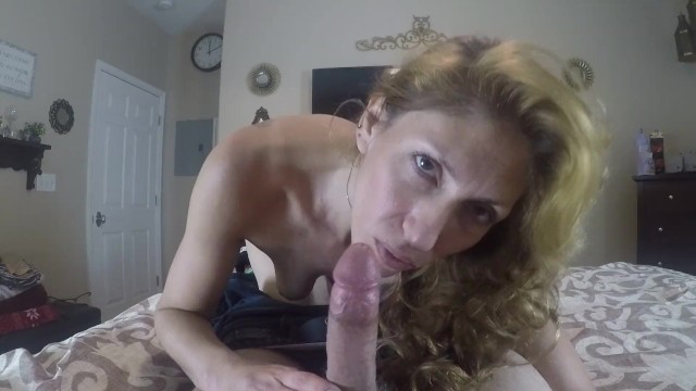 Hottie makes Fast Work of the Cock