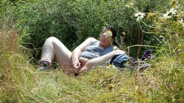 Chubby Bitch Masturbates In Park