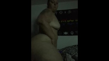 Pawg/BBW humps her pillow to get off