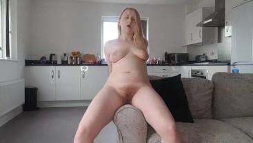 Grinding humping and cumming on sofa JessRoxx