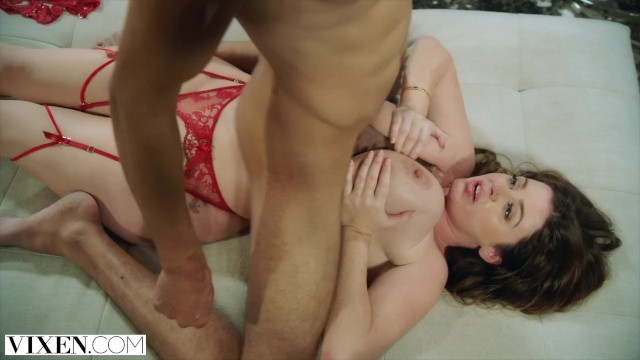 Cheeroke dee ass Vixen sophie dee is completely insatiable and gets the fuck of her life