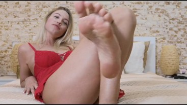 Addicted to my feet - total slave mindfuck
