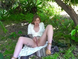 Sneaky Outdoor Squirting In A Public Park...