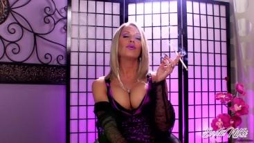 MILF Showing Cleavage Smoking VS120 - Nikki Ashton -
