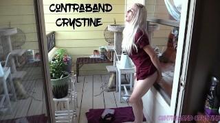 Vidéo porno gratuit - Amateur Exhibitionist Fucks Toy Outside Husband Catches Spanks Fucks Her