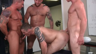 Mennetwork - After training 4 muscle men have fun