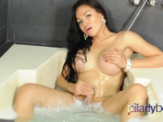 Sexy TS Filipina taking a bath and jerking off very clean cumshot